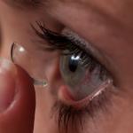 Экспериментальные контактные линзы доставляют лекарства в глаза