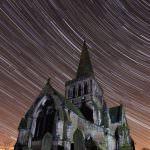 Звездный съемки: небо вращается вокруг Земли