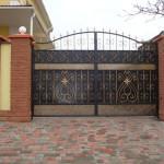 Распашные ворота от компании «Арт-ворота»