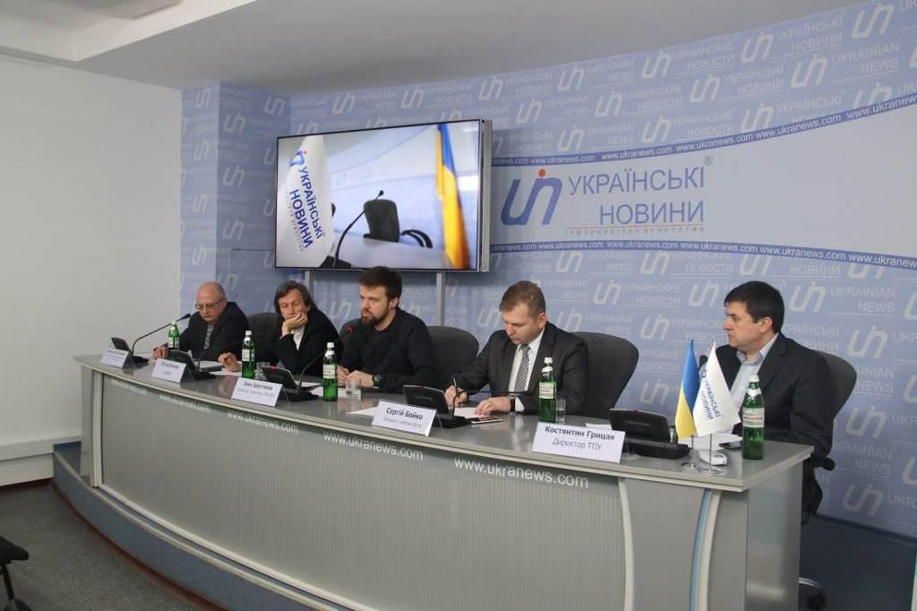 Иван Шестаков в центре