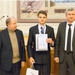 Самуил Кругляк из Александрии завоевал бронзу на Олимпиаде гениев в США за проект, позволяющий генерировать электроэнергию из атмосферы