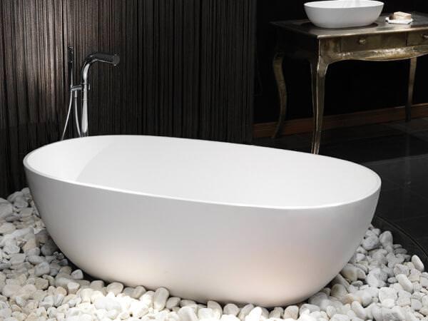 Белая ванна.