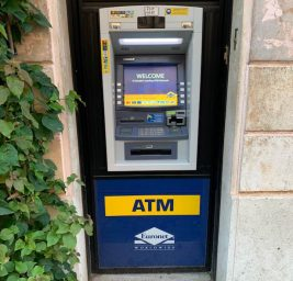 Банкомат в цетре Рима