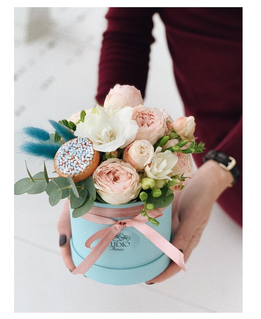 Цветочное пирожное букет