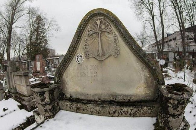 Кладбище с вампиром