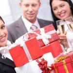 Женские подарки в отношениях на работе