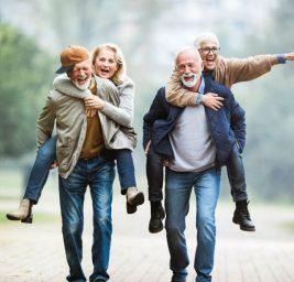 Довольные пенсионеры.